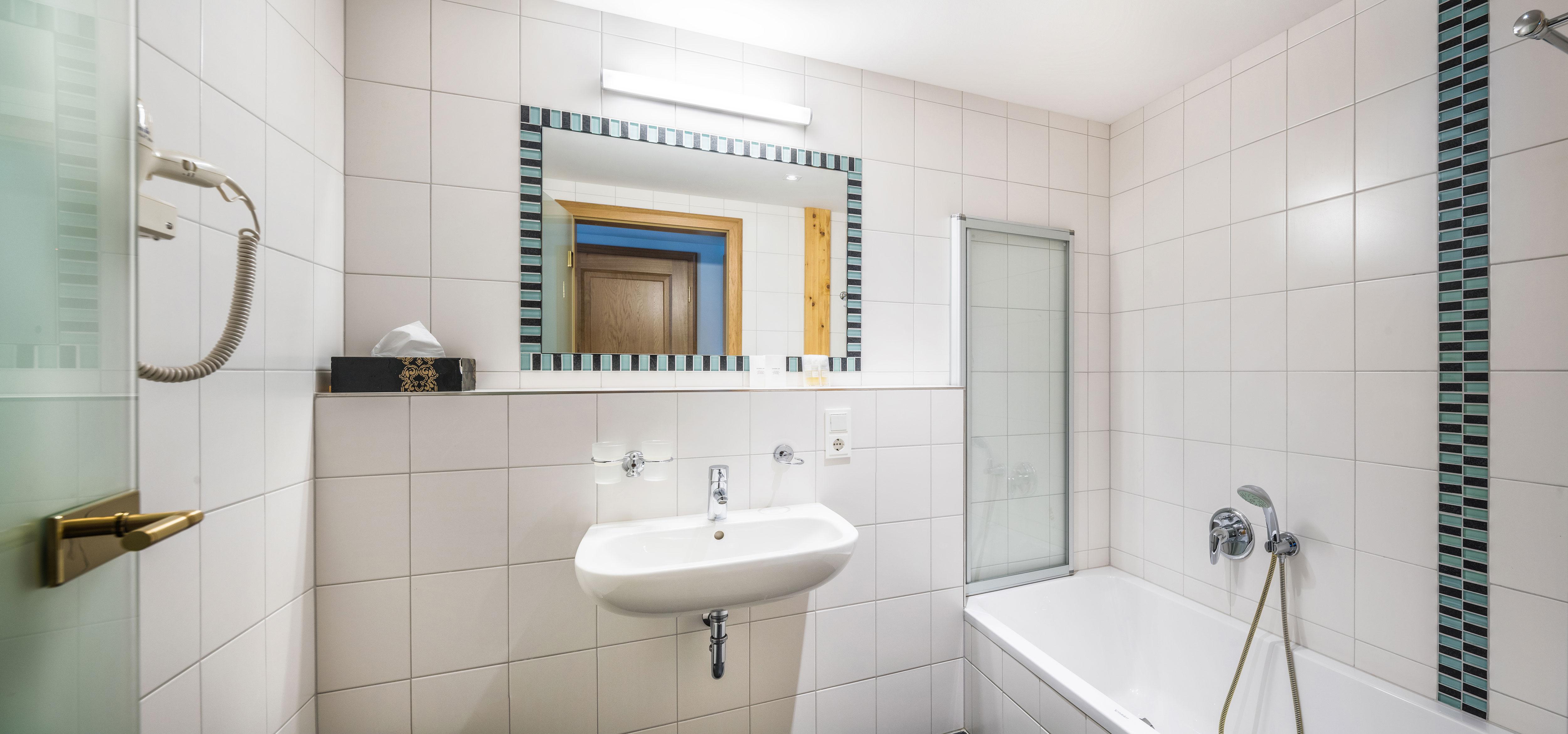bathroom of the room La Suite Royale